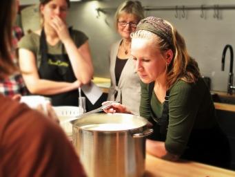 La SALUTE VIEN MANGIANDO! Corsi pratici di cucina naturale